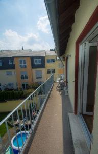 Balkonzimmer links - Balkon